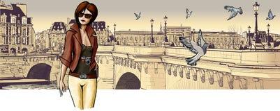 Mujer joven que visita París Imagen de archivo libre de regalías