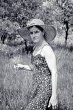 Mujer joven romántica en el jardín Fotografía de archivo