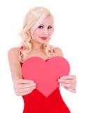 Mujer joven rubia con el corazón de la tarjeta del día de San Valentín, aislado Fotos de archivo libres de regalías