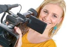 Mujer joven rubia con la videocámara video profesional, en blanco Fotos de archivo