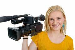 Mujer joven rubia con la videocámara video profesional, en blanco Imagen de archivo