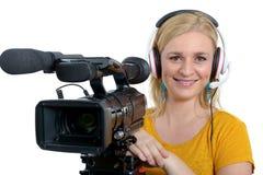 Mujer joven rubia con la videocámara video profesional, en blanco Fotos de archivo libres de regalías