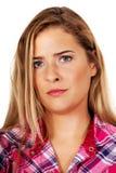 Mujer joven rubia enfadada y ofendida Fotografía de archivo