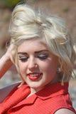 Mujer joven rubia hermosa Imágenes de archivo libres de regalías