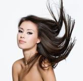 Mujer joven sensual con el peinado creativo Fotografía de archivo