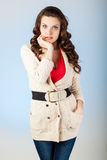 Mujer joven sensual con los pelos marrones largos hermosos Imágenes de archivo libres de regalías
