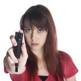 Mujer joven seria que lleva a cabo el espray negro del gas lacrimógeno Imagenes de archivo