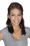 Mujer joven sonriente cómoda Fotografía de archivo
