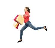 Mujer joven sonriente con el salto de los panieres Fotos de archivo libres de regalías