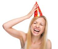 Mujer joven sonriente en casquillo del partido Fotografía de archivo libre de regalías