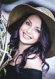 Mujer joven sonriente feliz Imagen de archivo libre de regalías