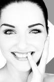 Mujer joven sonriente hermosa imagen de archivo libre de regalías