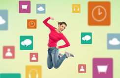 Mujer joven sonriente que salta en aire con los iconos del menú Fotografía de archivo