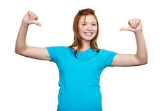 Mujer joven sonriente que señala en sí misma Diseño de la camiseta Fotografía de archivo libre de regalías