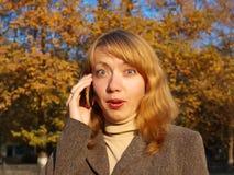 Mujer joven sorprendida Imagenes de archivo