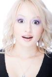 Mujer joven sorprendida con la boca abierta Imagen de archivo libre de regalías