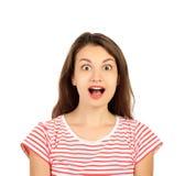 Mujer joven sorprendida muchacha emocional aislada en el fondo blanco fotografía de archivo libre de regalías