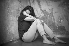Mujer joven triste Fotos de archivo libres de regalías