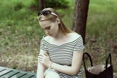 Mujer joven triste en un rayado Fotografía de archivo libre de regalías