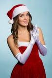 Mujer joven vestida como Santa Claus Imagen de archivo
