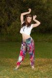 Mujer joven vestida en estilo bohemio del hippy Imagen de archivo libre de regalías