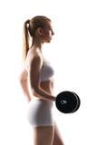 Mujer joven y apta con una pesa de gimnasia Fotografía de archivo libre de regalías