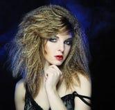 Mujer joven y atractiva en humo Fotografía de archivo