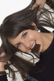 mujer joven y chocolate imagenes de archivo