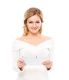 Mujer joven y hermosa del ama de casa con una tableta Foto de archivo libre de regalías