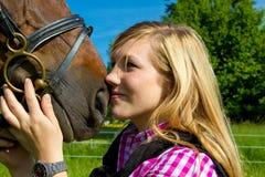 Mujer joven y su caballo Imágenes de archivo libres de regalías