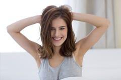 Mujer linda alegre fotos de archivo libres de regalías