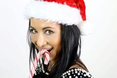 mujer linda que sonríe con un bastón de caramelo Imágenes de archivo libres de regalías