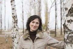 Mujer a lo largo de árboles en campo Imágenes de archivo libres de regalías
