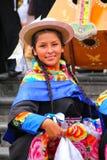 Mujer local de los jóvenes que realiza el festival suring del la de de la Virgen Fotos de archivo
