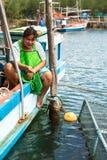 Mujer local en el pueblo del pescador La isla está en el golfo de Tailandia, foto de archivo