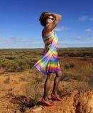 Mujer madura atractiva en naturaleza imagen de archivo libre de regalías