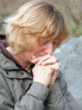 Mujer madura de rogación Foto de archivo libre de regalías