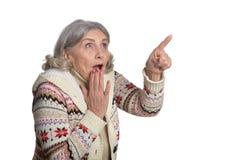 Mujer madura que hace la expresión facial Fotografía de archivo