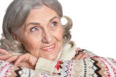 Mujer madura que hace la expresión facial Imagenes de archivo