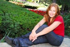 Mujer madura que se relaja Imagen de archivo libre de regalías