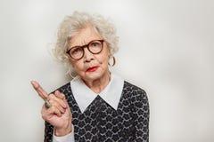 Mujer madura severa que expresa su descontento Fotografía de archivo libre de regalías