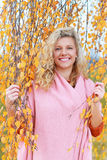 Mujer madurada en otoño Fotos de archivo