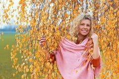 Mujer madurada en otoño Fotografía de archivo libre de regalías