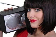Mujer magnífica con una radio Imagen de archivo libre de regalías