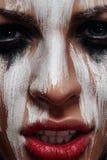 Mujer malvada con el maquillaje de Halloween del aborigen fotos de archivo