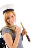 Mujer marina joven con el catalejo en sombrero del marinero Foto de archivo libre de regalías
