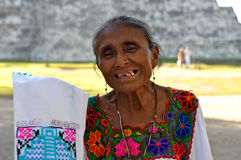 Mujer maya de Chichen Itza en México Fotografía de archivo libre de regalías