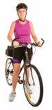 Mujer mayor apta que monta una bicicleta Imagenes de archivo