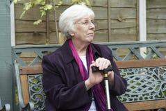 Mujer mayor asentada Imagen de archivo libre de regalías