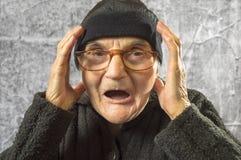 Mujer mayor asustada Fotos de archivo libres de regalías